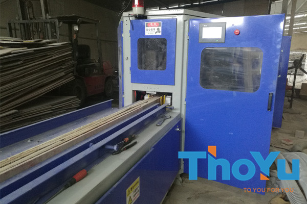 automatic multilayer pallet feet nailing machine