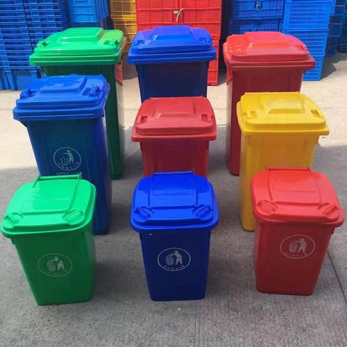 Use waste plastic to make plastic trash cans