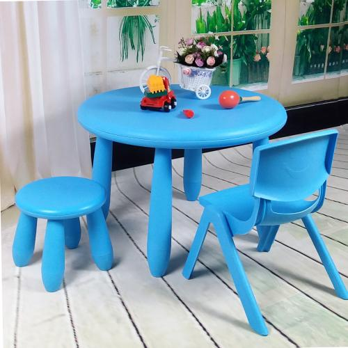 desk and chair produced by waste plastic